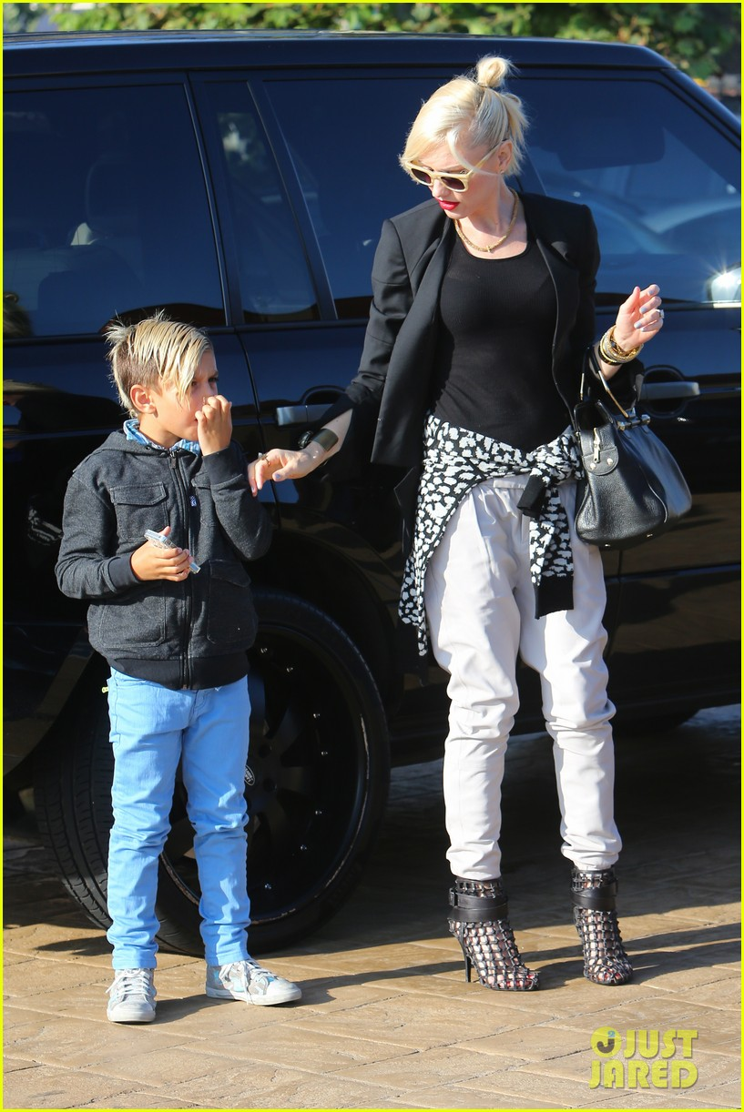 gwen stefani kids have sunday dinner at nobu 11