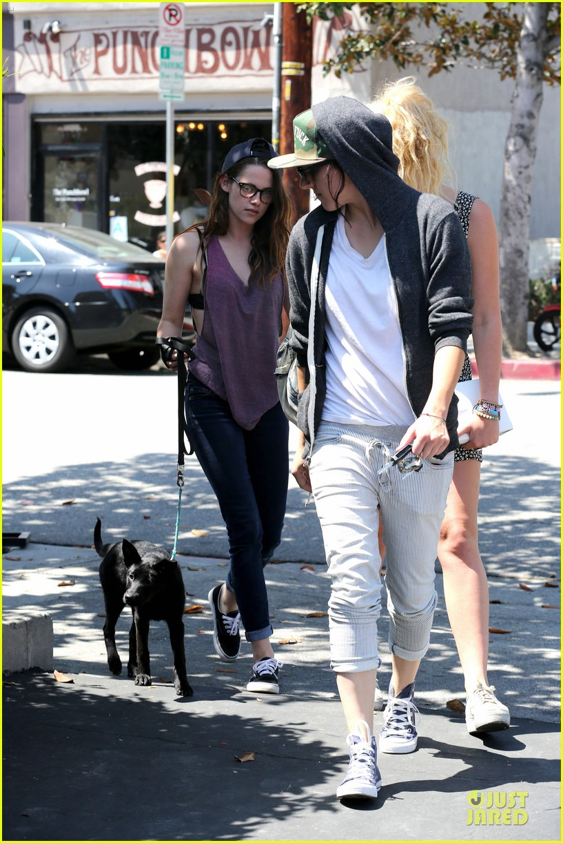 kristen stewart bra revealing walk with new puppy 18