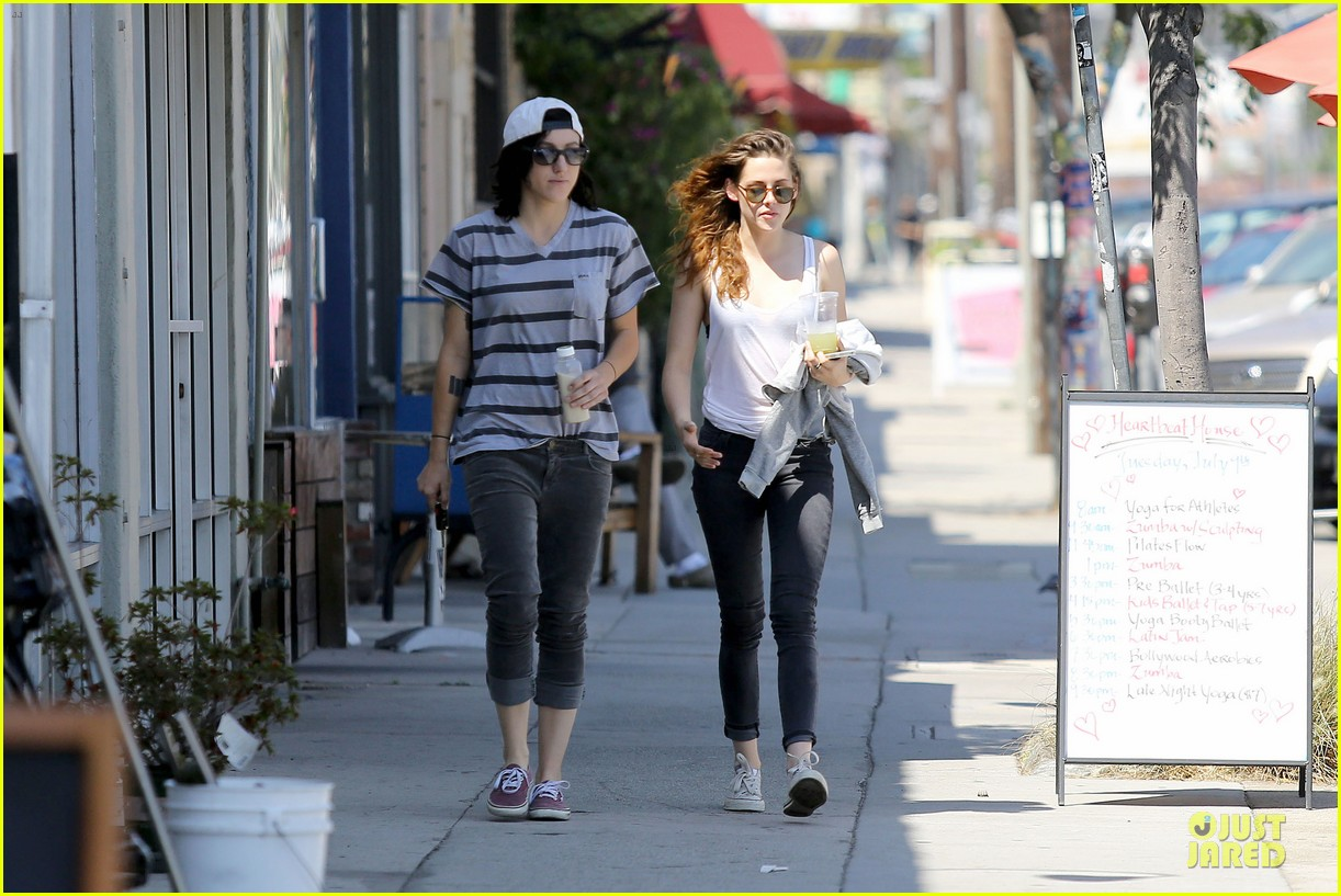 kristen stewart casual juice bar stop 052906772