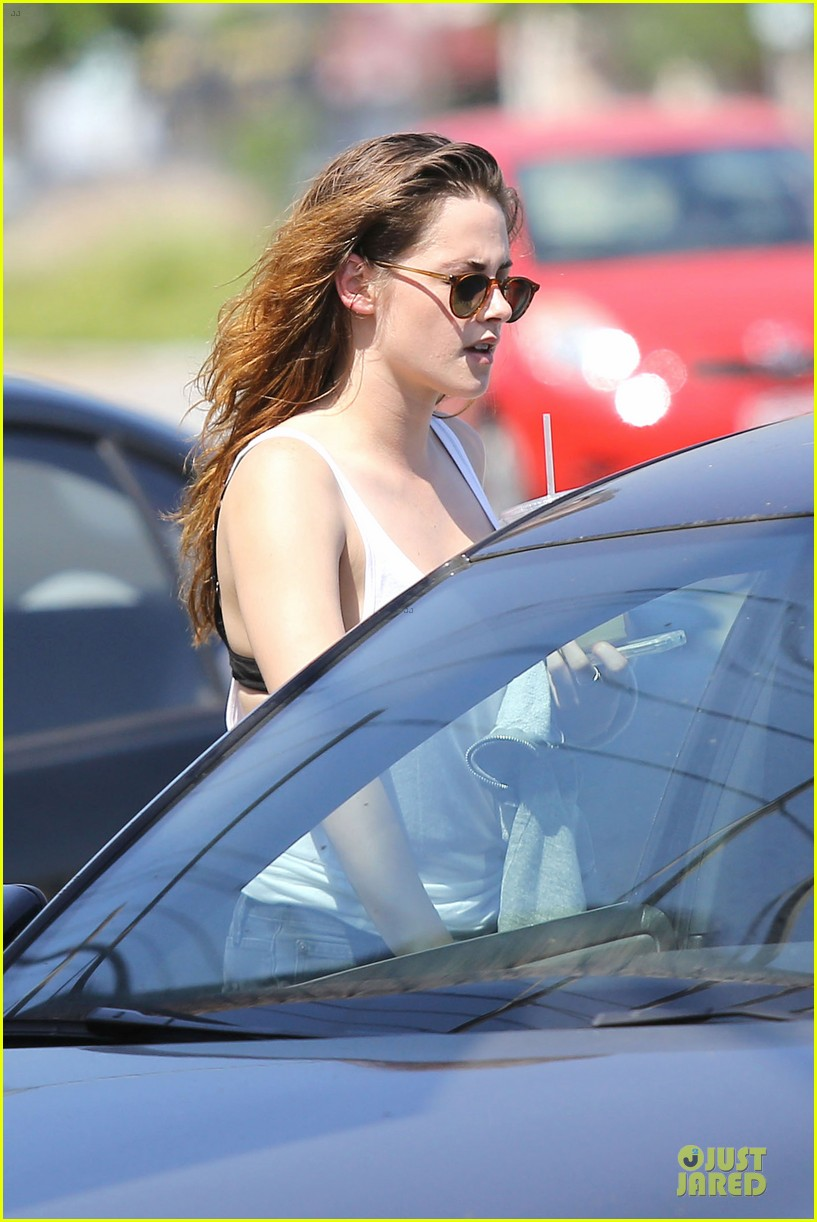 kristen stewart casual juice bar stop 25