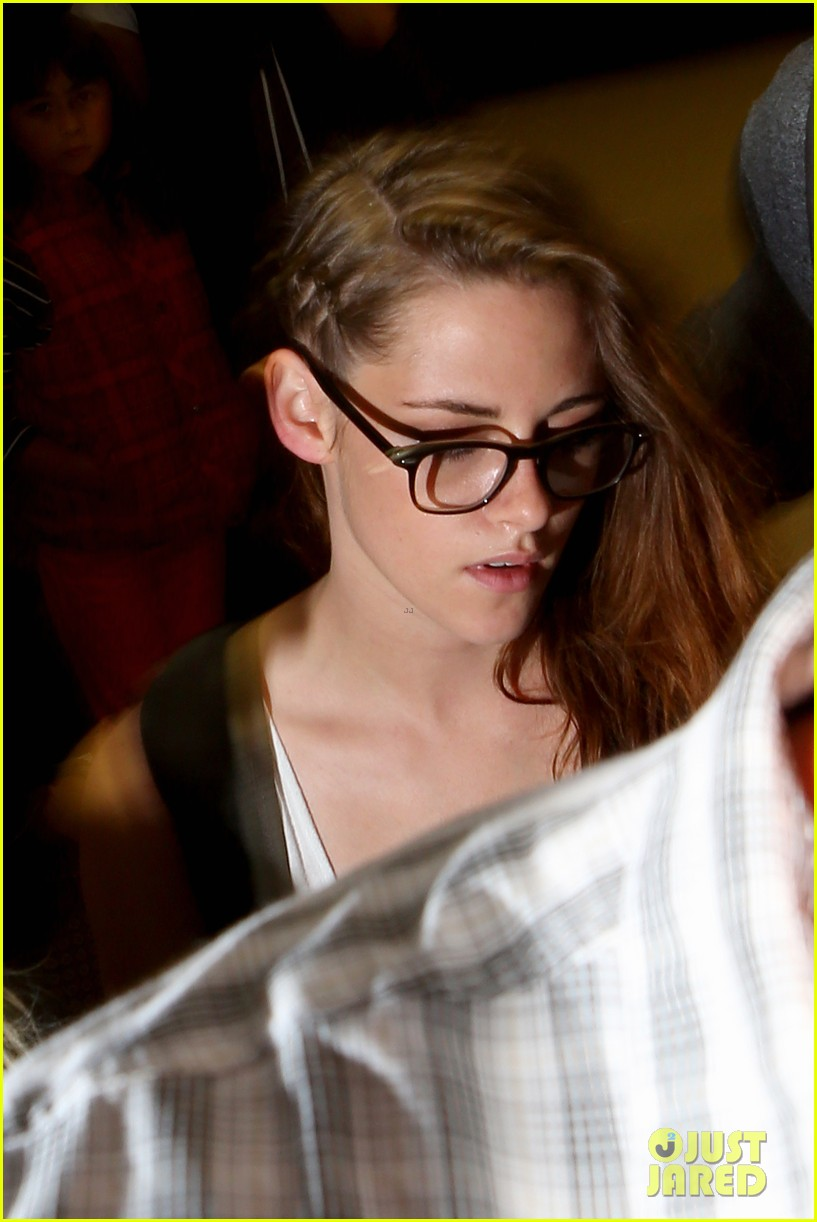 kristen stewart lands in los angeles after paris fashion trip 21
