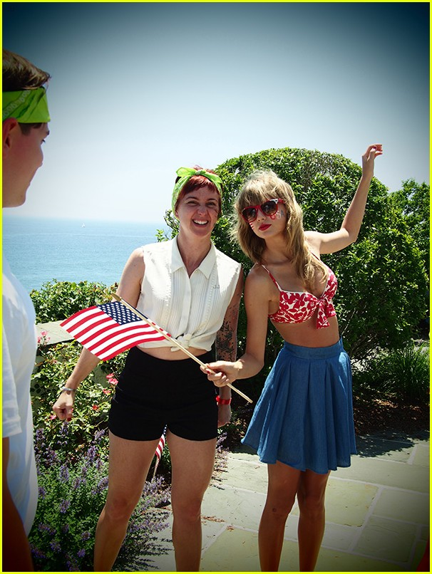 taylor swift bikini babe at fourth of july party 03