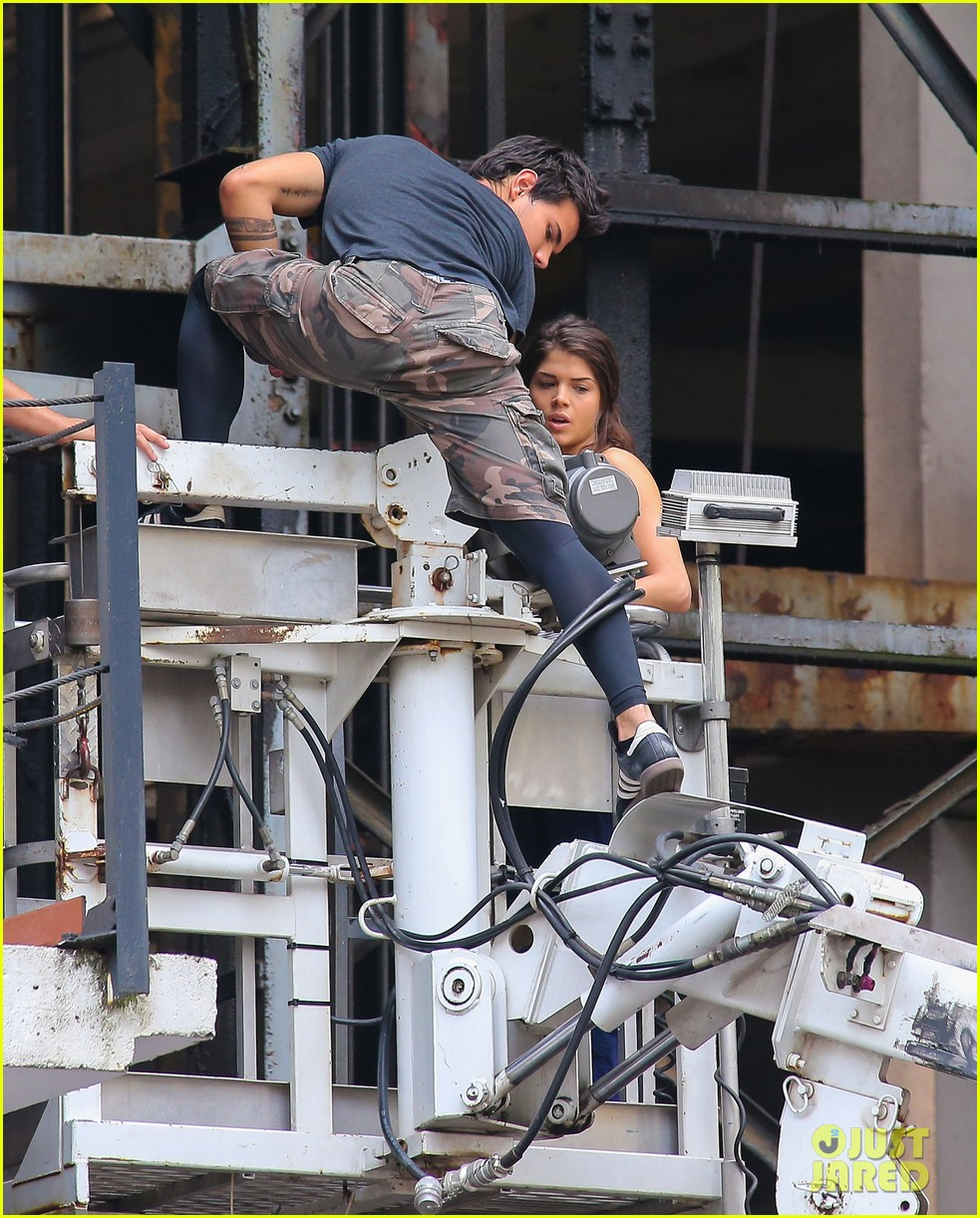 taylor lautner marie avgeropoulos tracers romance 062918676