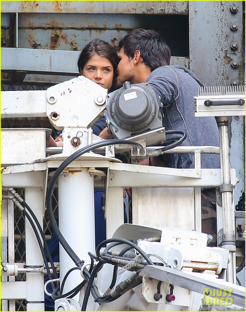 taylor lautner marie avgeropoulos tracers romance 102918680