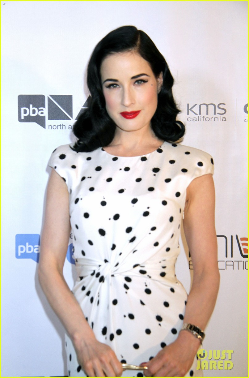 dita von teese mario lopez north american hairstyling awards 022909698