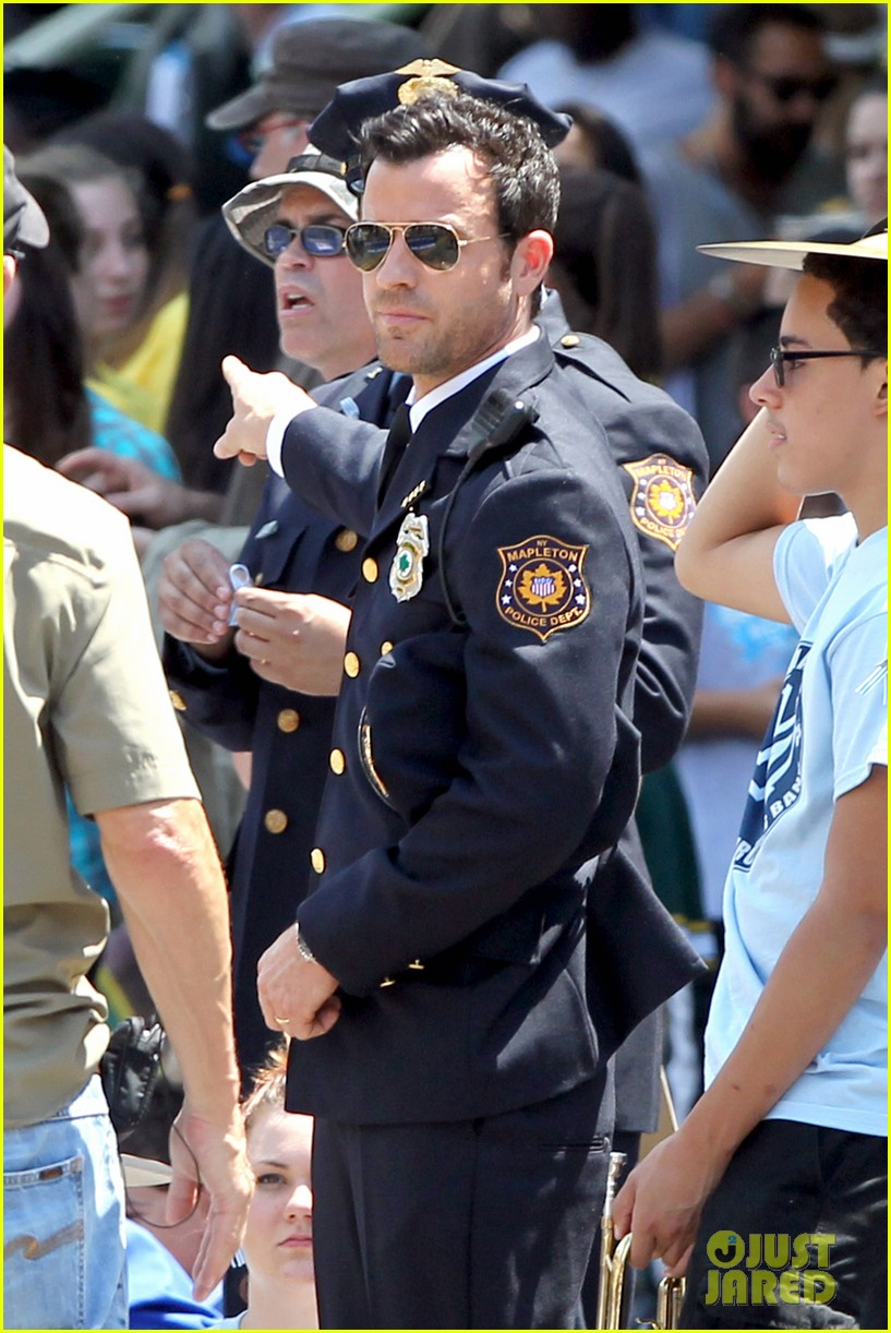 justin theroux is the man in uniform for the leftovers 07