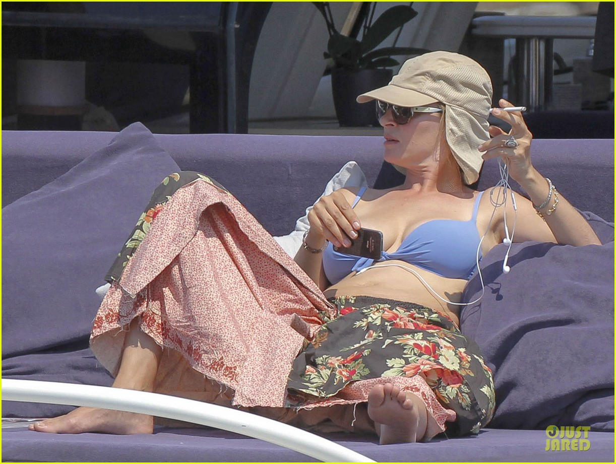 uma thurman bikini music boat ride 14