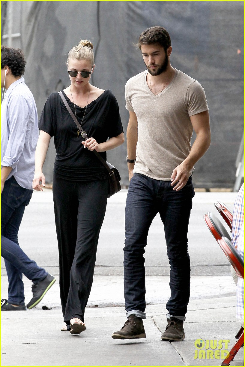 emily vancamp josh bowman little doms lunch lovers 05