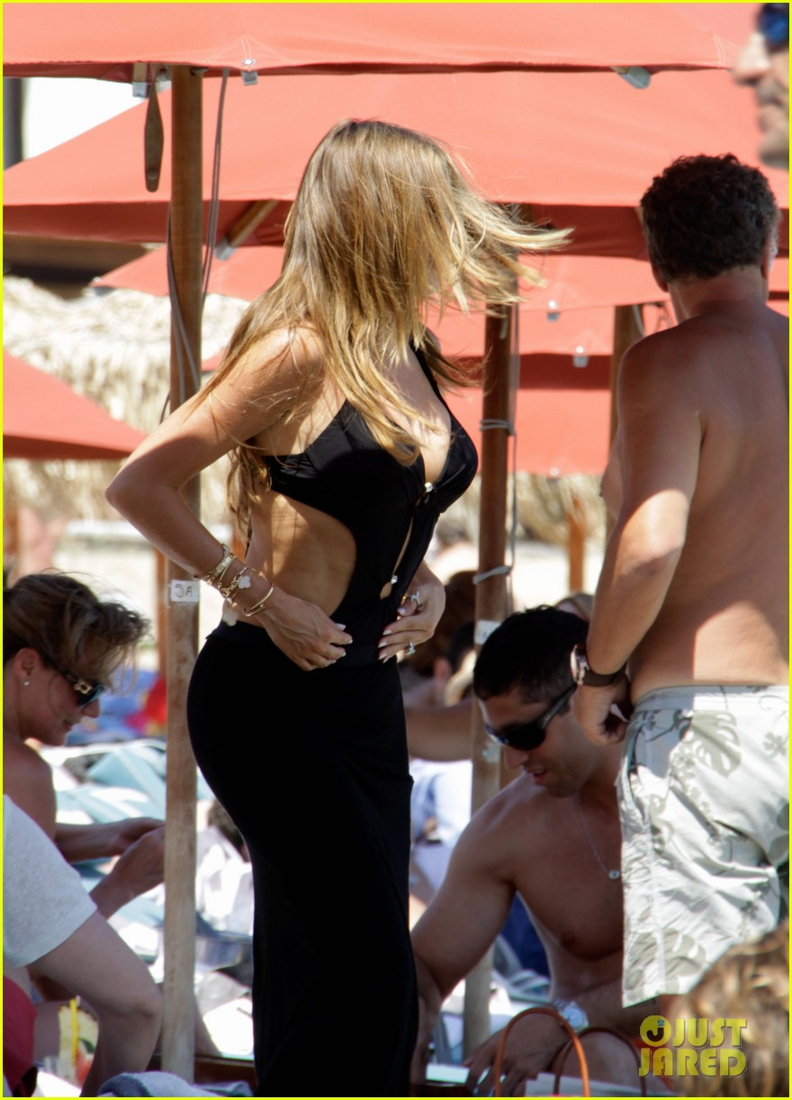 sofia vergara relaxes oceanside with shirtless nick loeb 17
