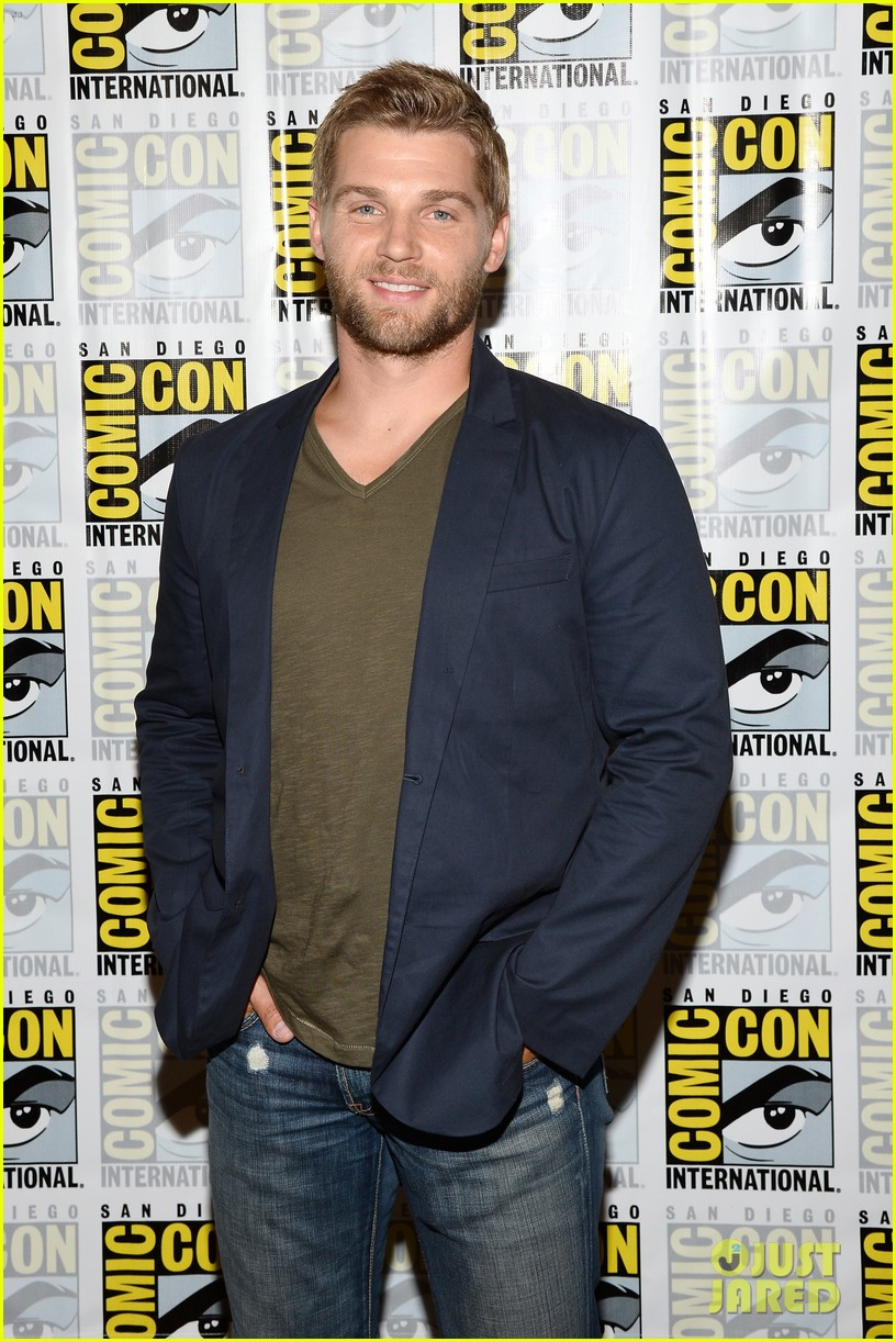 mike vogel rachelle lefevre under the dome at comic con 18