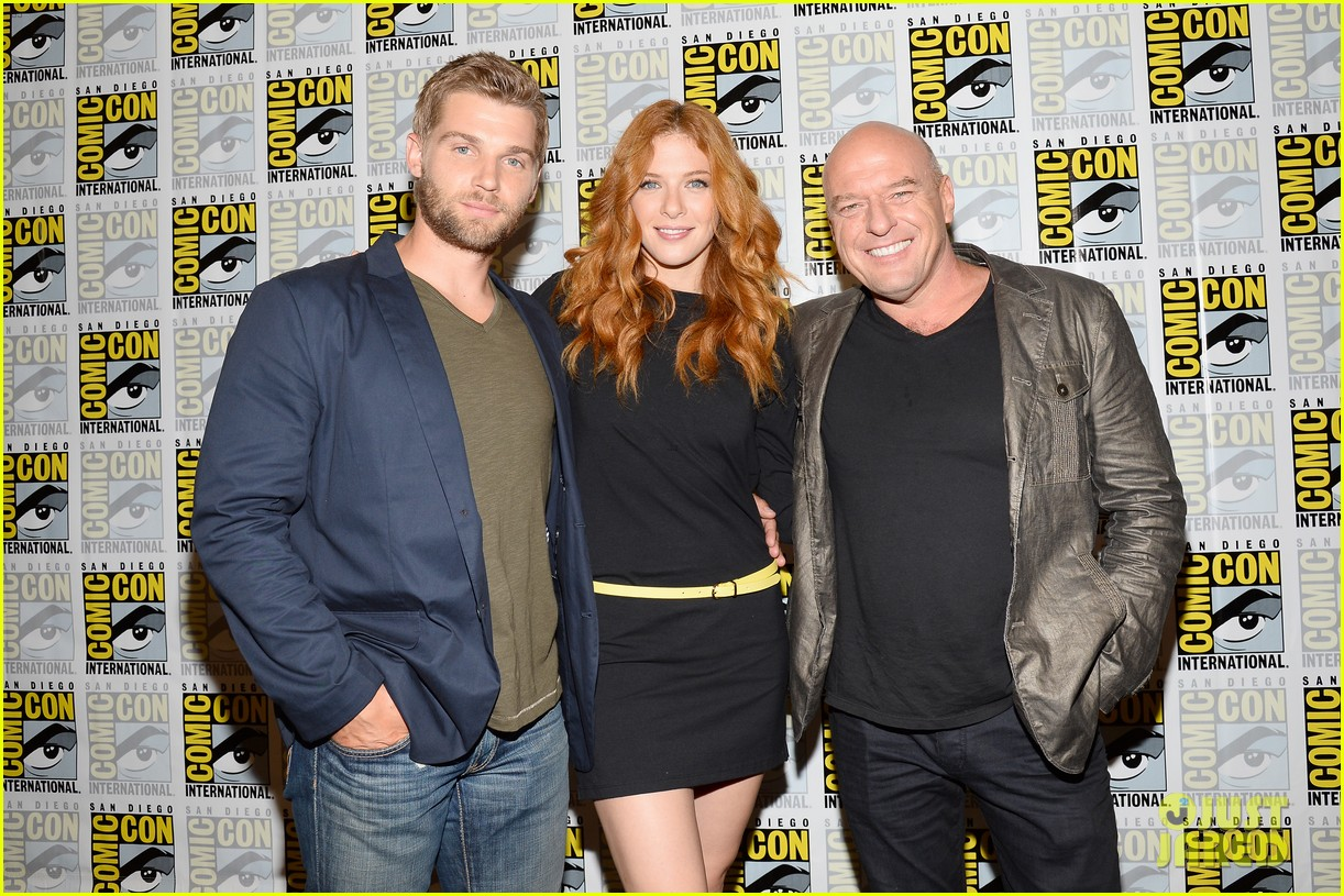 mike vogel rachelle lefevre under the dome at comic con 192913418