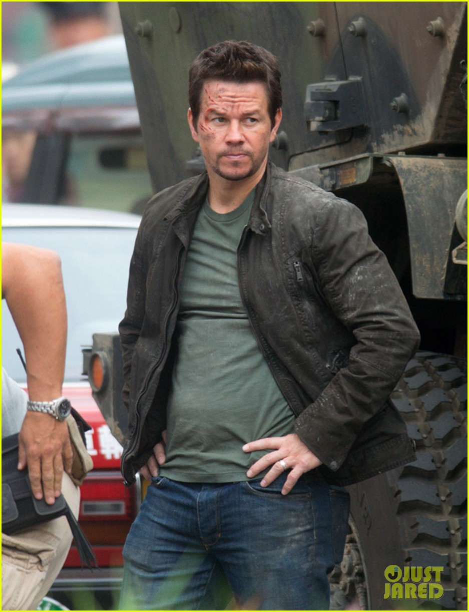 mark wahlberg nicola peltz film transformers 4 with jack reynor 05