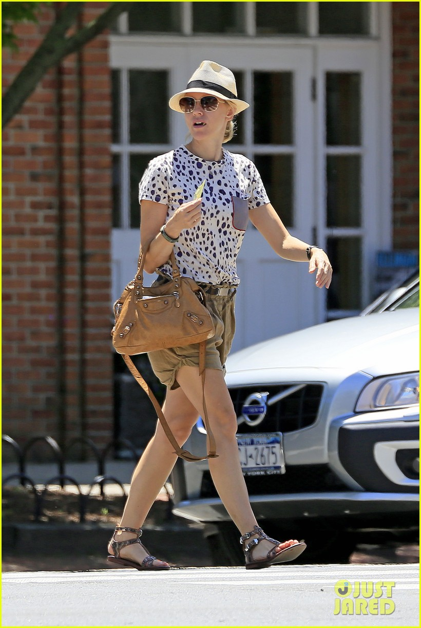 naomi watts spends fourth of july in the hamptons 01