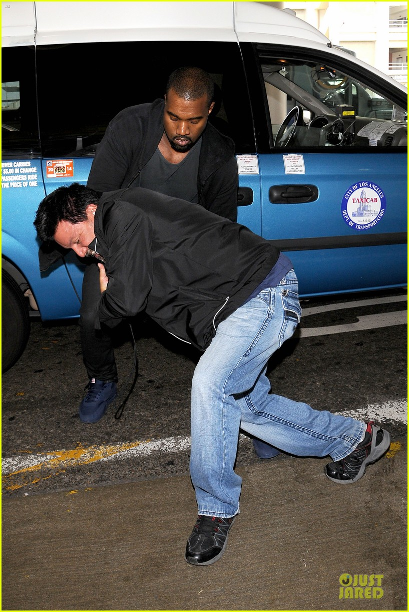 kanye west felony suspect after lax photographer scuffle 112912592