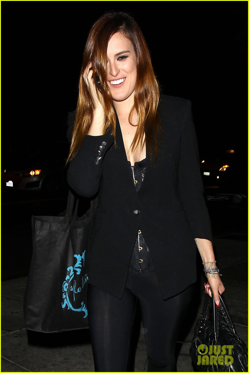 rumer willis performs at sayers club after pll guest spot 04