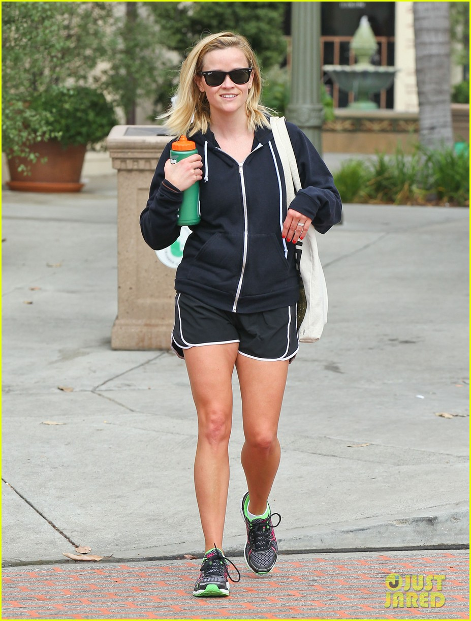 reese witherspoon brentwood country mart stop 09