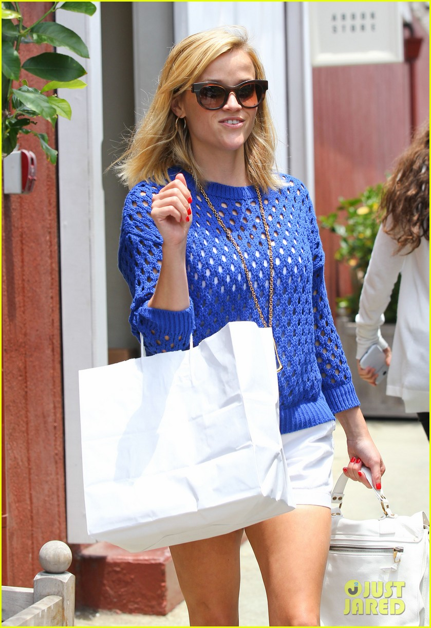 reese witherspoon brentwood country mart stop 172903426