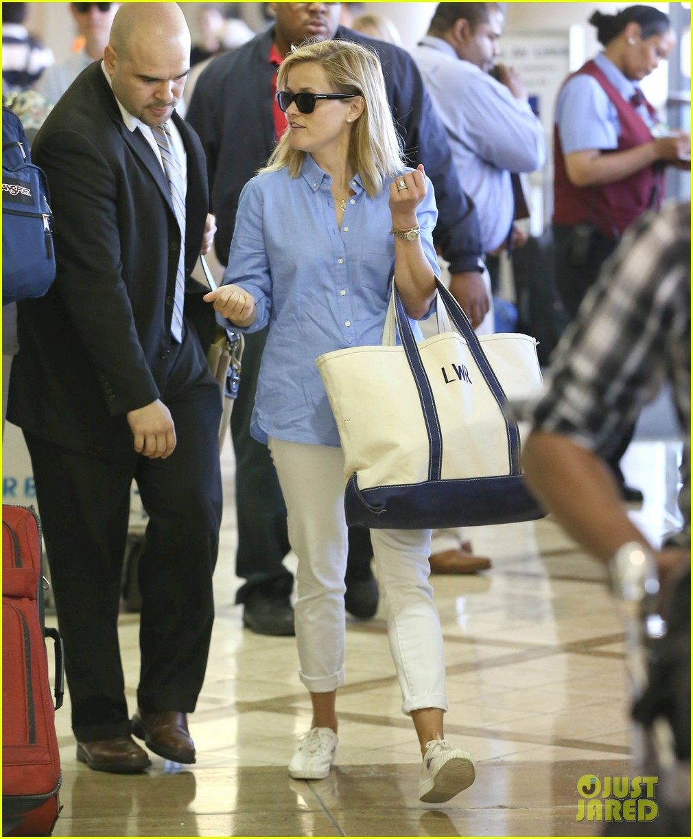 reese witherspoon flies the skies with baby tennessee 10