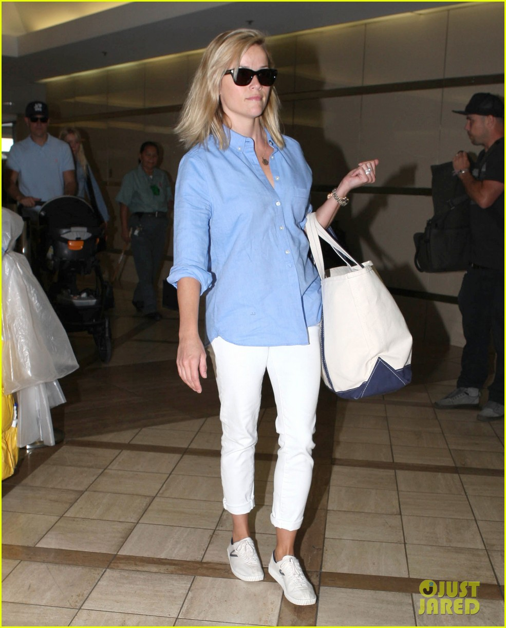 reese witherspoon flies the skies with baby tennessee 222906614