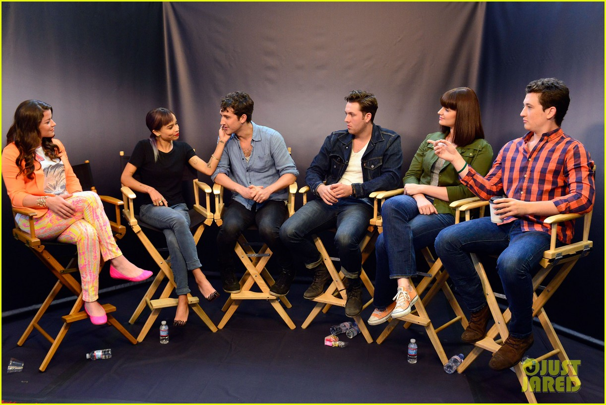shailene woodley divergent cast make it to comic con 07