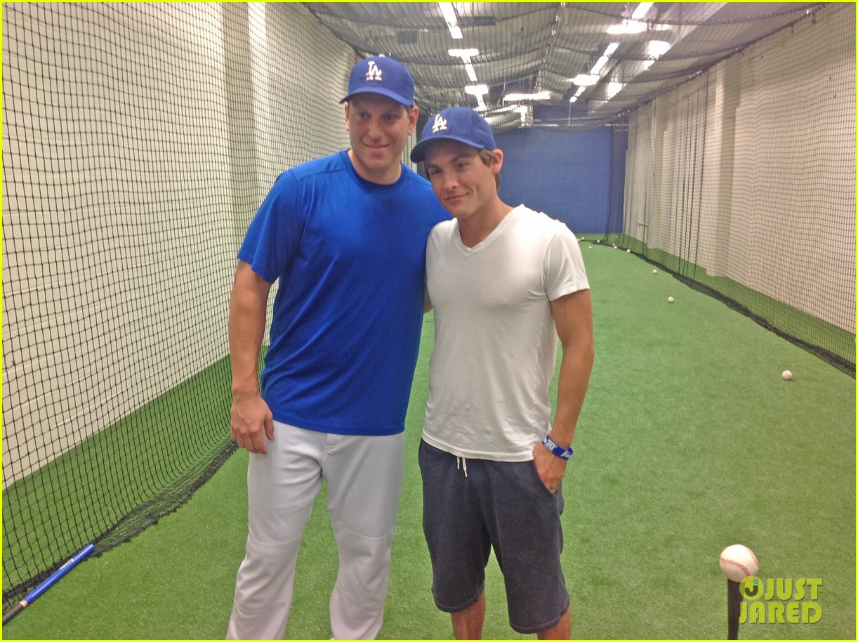 kevin zegers dylan obrien dodgers baseball clinic 02