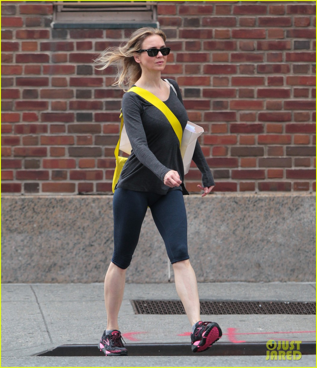 renee zellweger lets her hair down in new york city 01