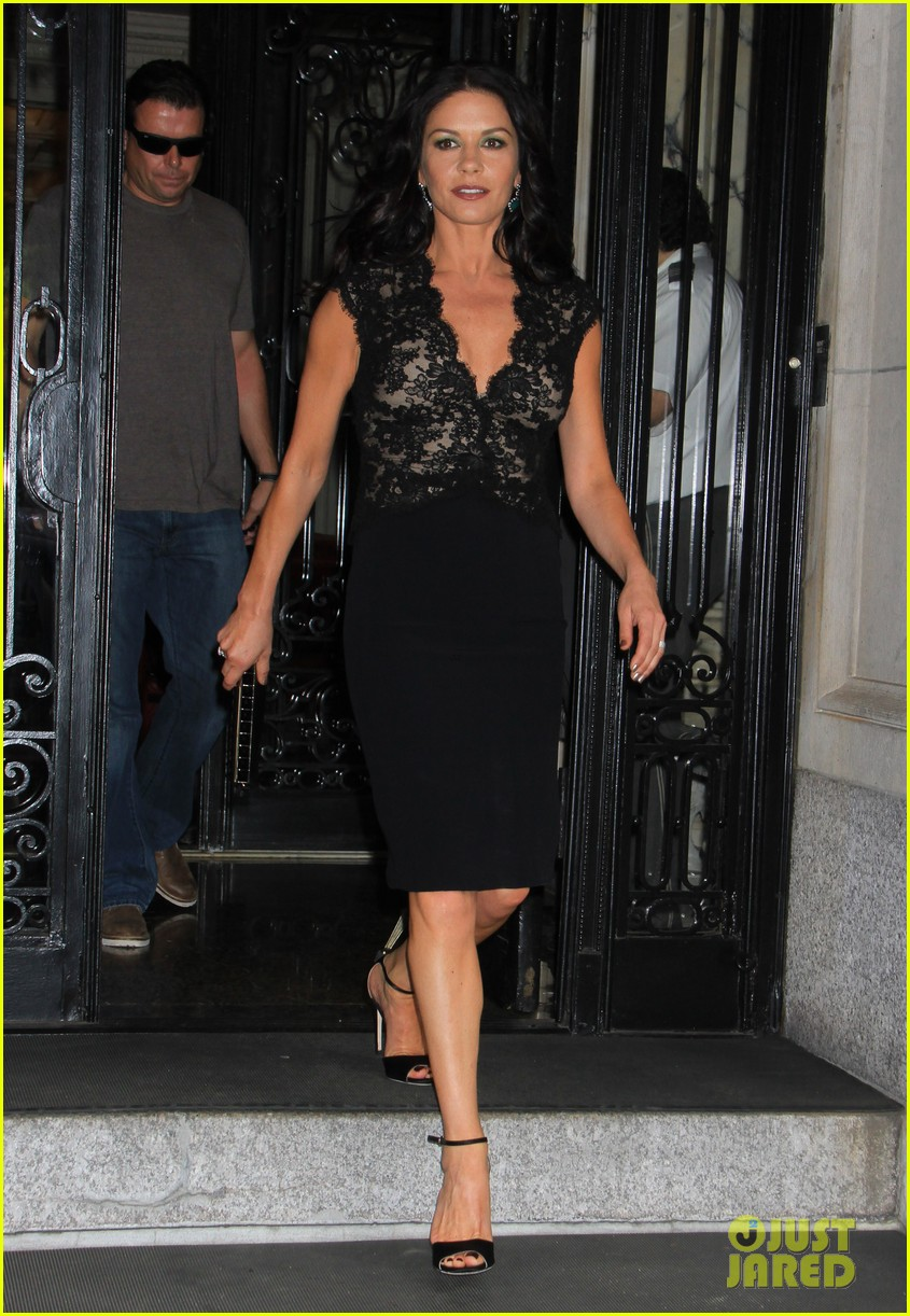 catherine zeta jones late night with jimmy fallon appearance 052911326