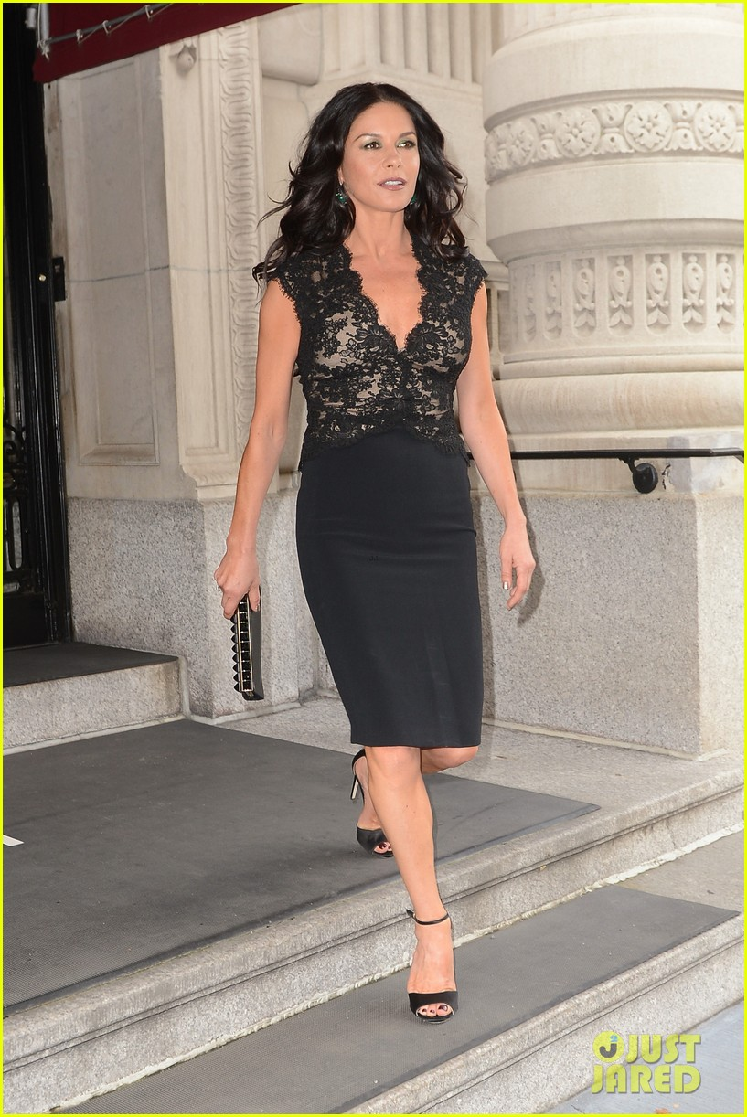 catherine zeta jones late night with jimmy fallon appearance 09