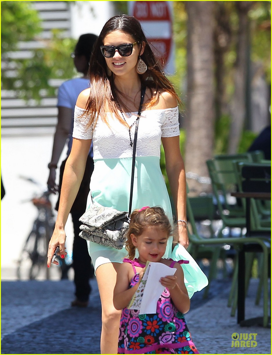 adriana lima family lunch with valentina sienna 04