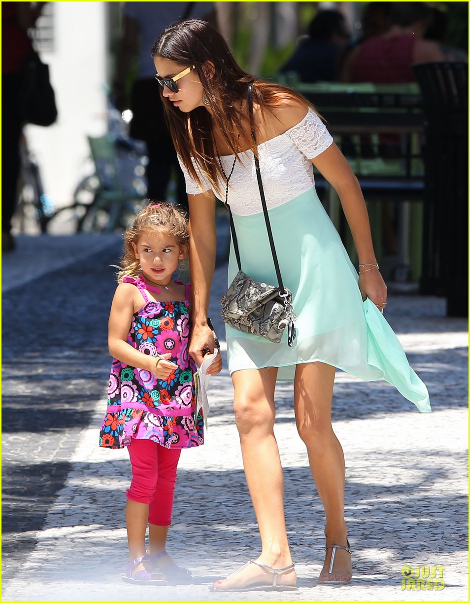 adriana lima family lunch with valentina sienna 15