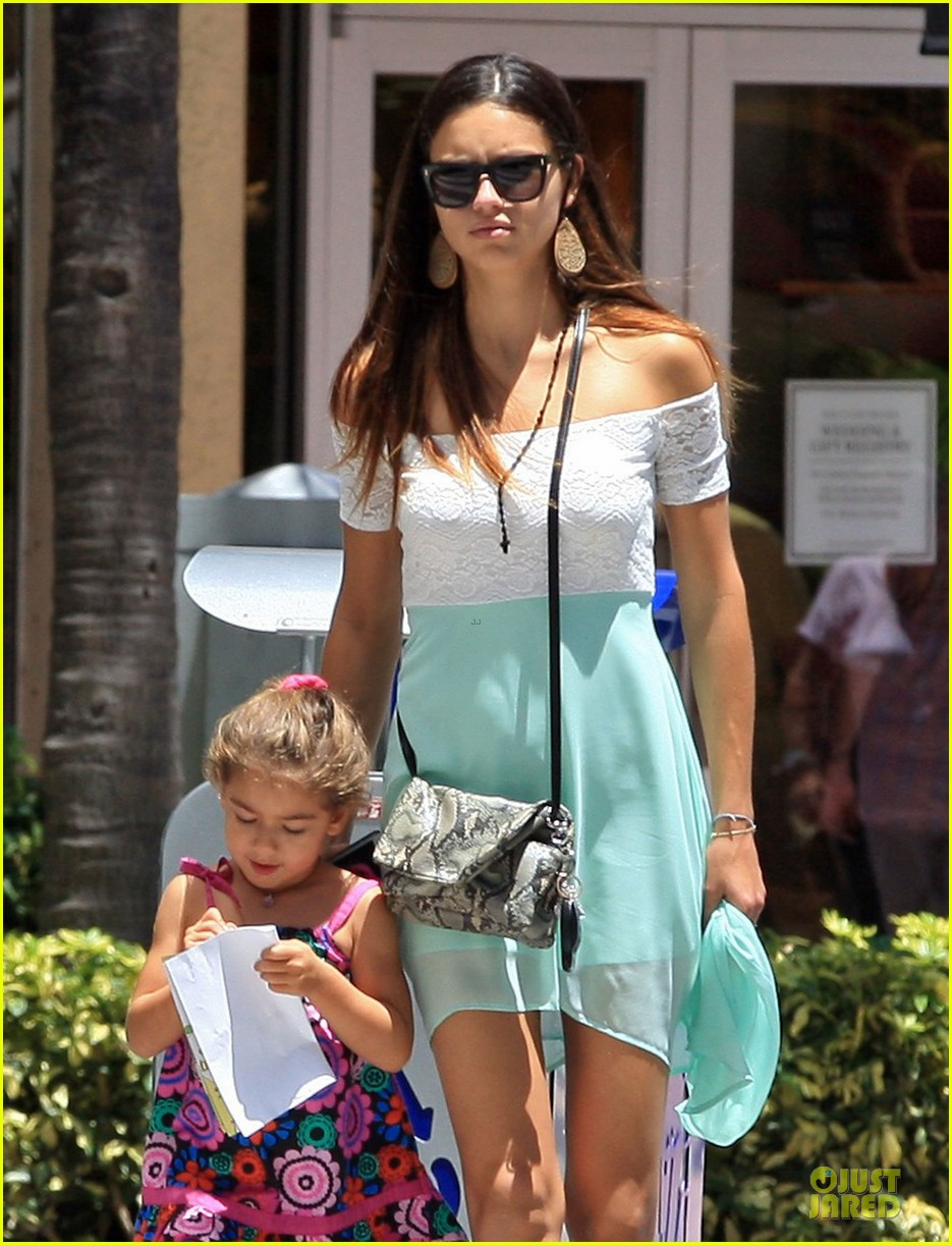 adriana lima family lunch with valentina sienna 25