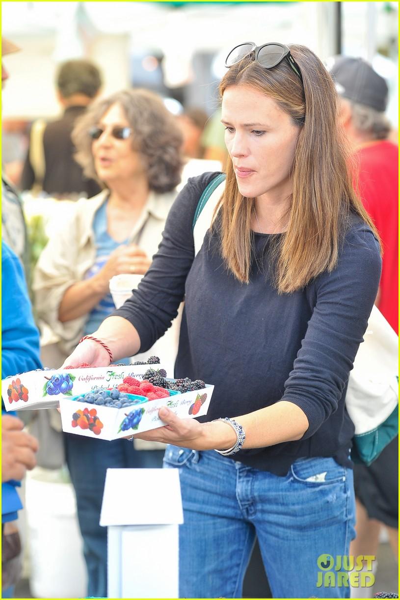 ben affleck jennifer garner family farmers market trip 15