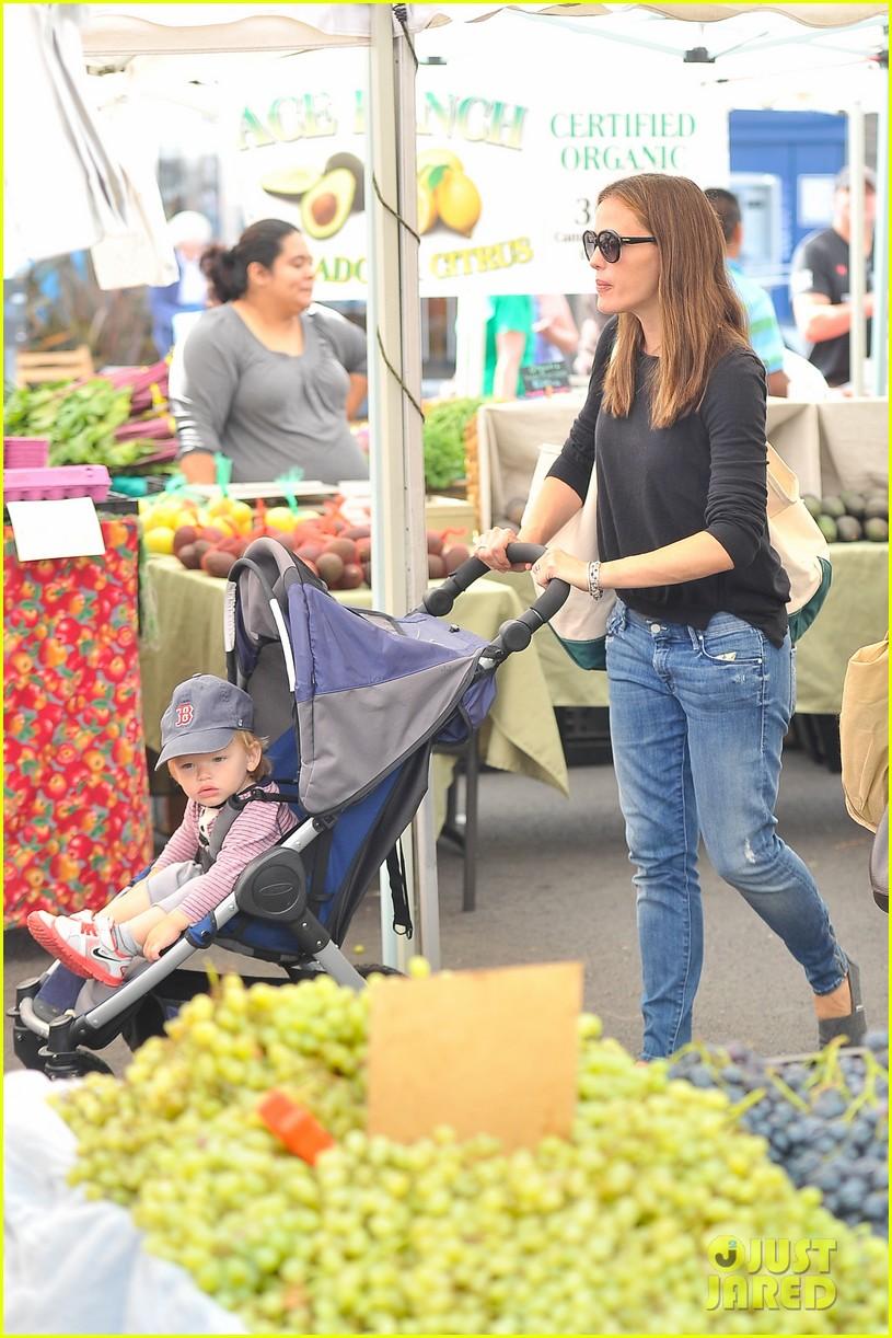 ben affleck jennifer garner family farmers market trip 222927963