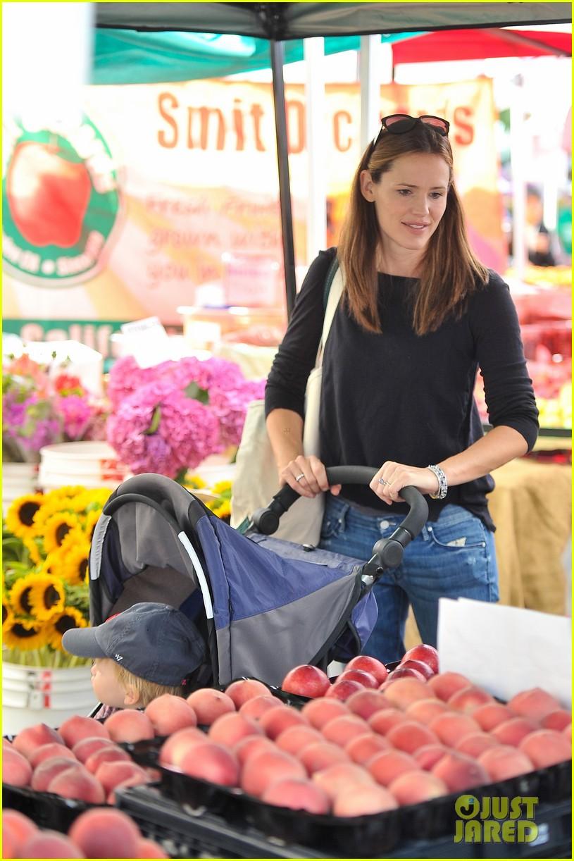 ben affleck jennifer garner family farmers market trip 242927965