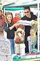 ben affleck jennifer garner family farmers market trip 03