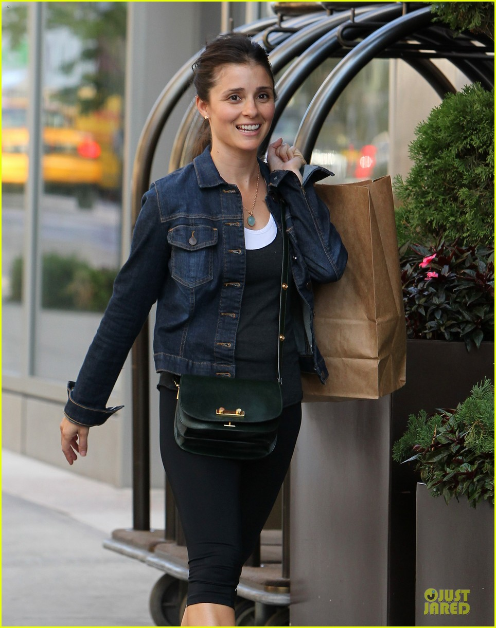 shiri appleby being a mom is the greatest thing ever 04