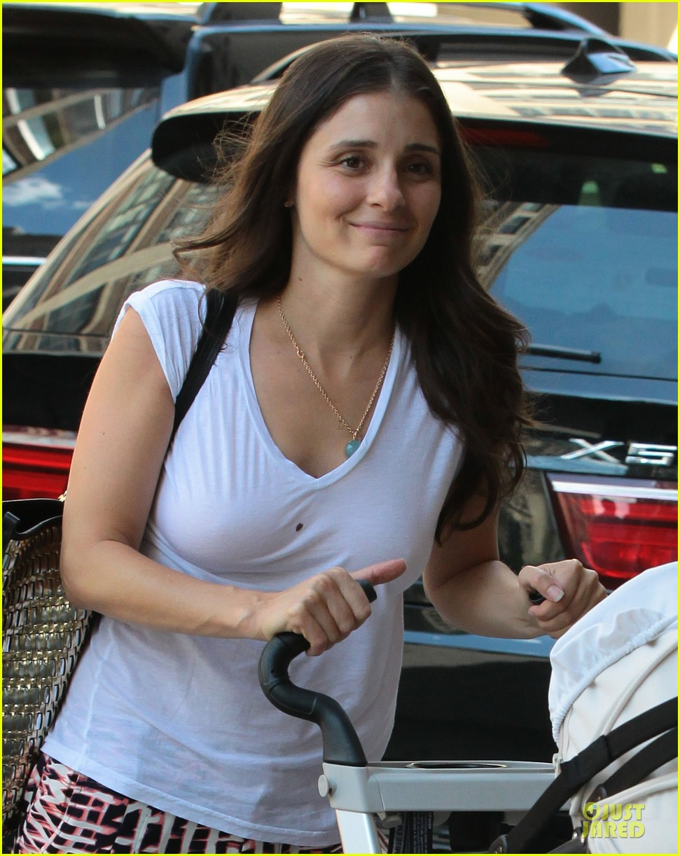 shiri appleby being a mom is the greatest thing ever 062931563