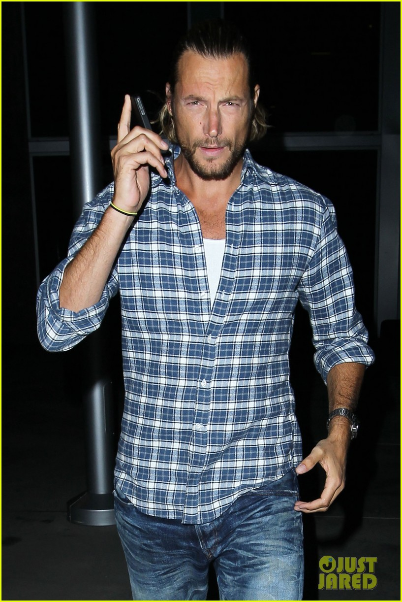 gabriel aubry catches evening movie at arclight 022922364