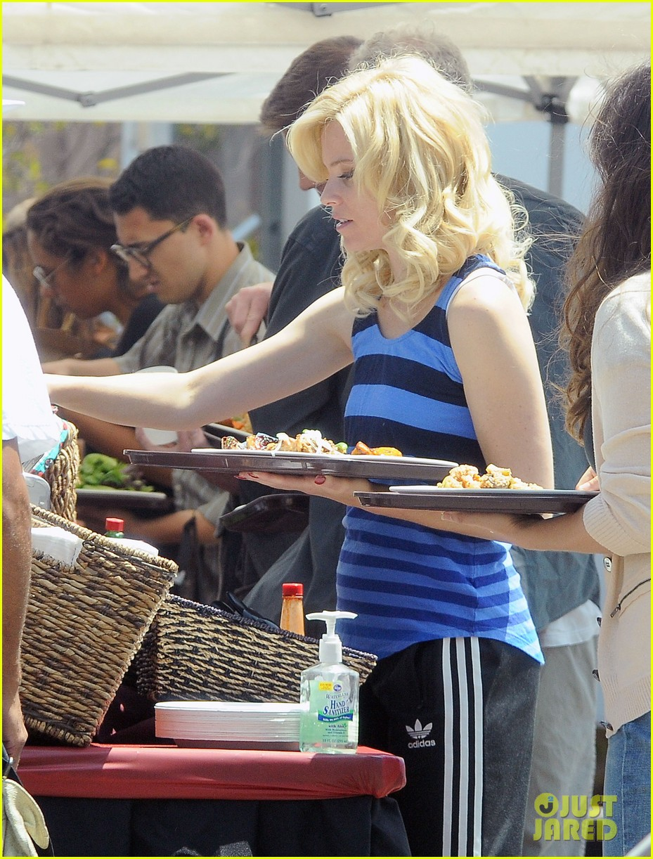 elizabeth banks loads up lunch tray for love mercy 05