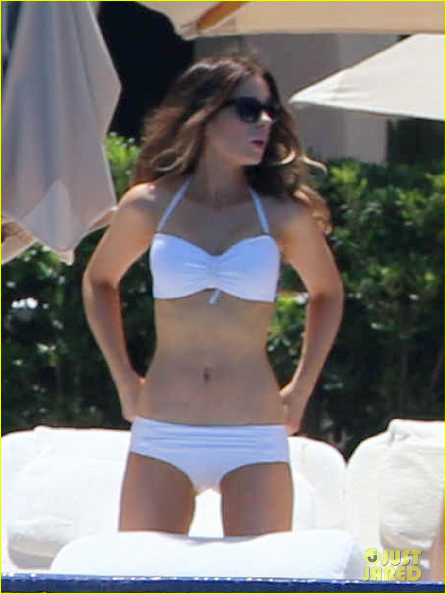 kate beckinsale white hot bikini babe with hubby len wiseman 03