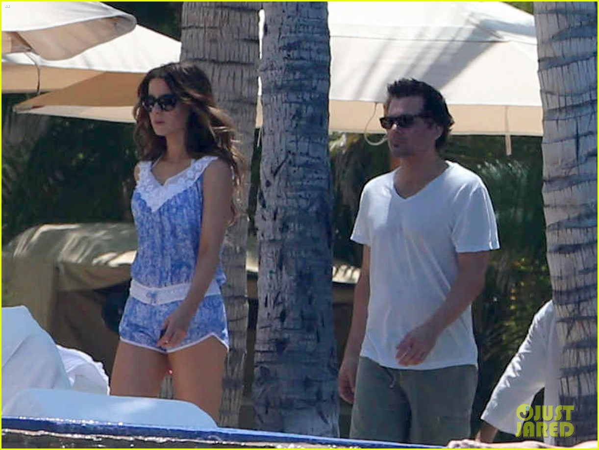 kate beckinsale white hot bikini babe with hubby len wiseman 04