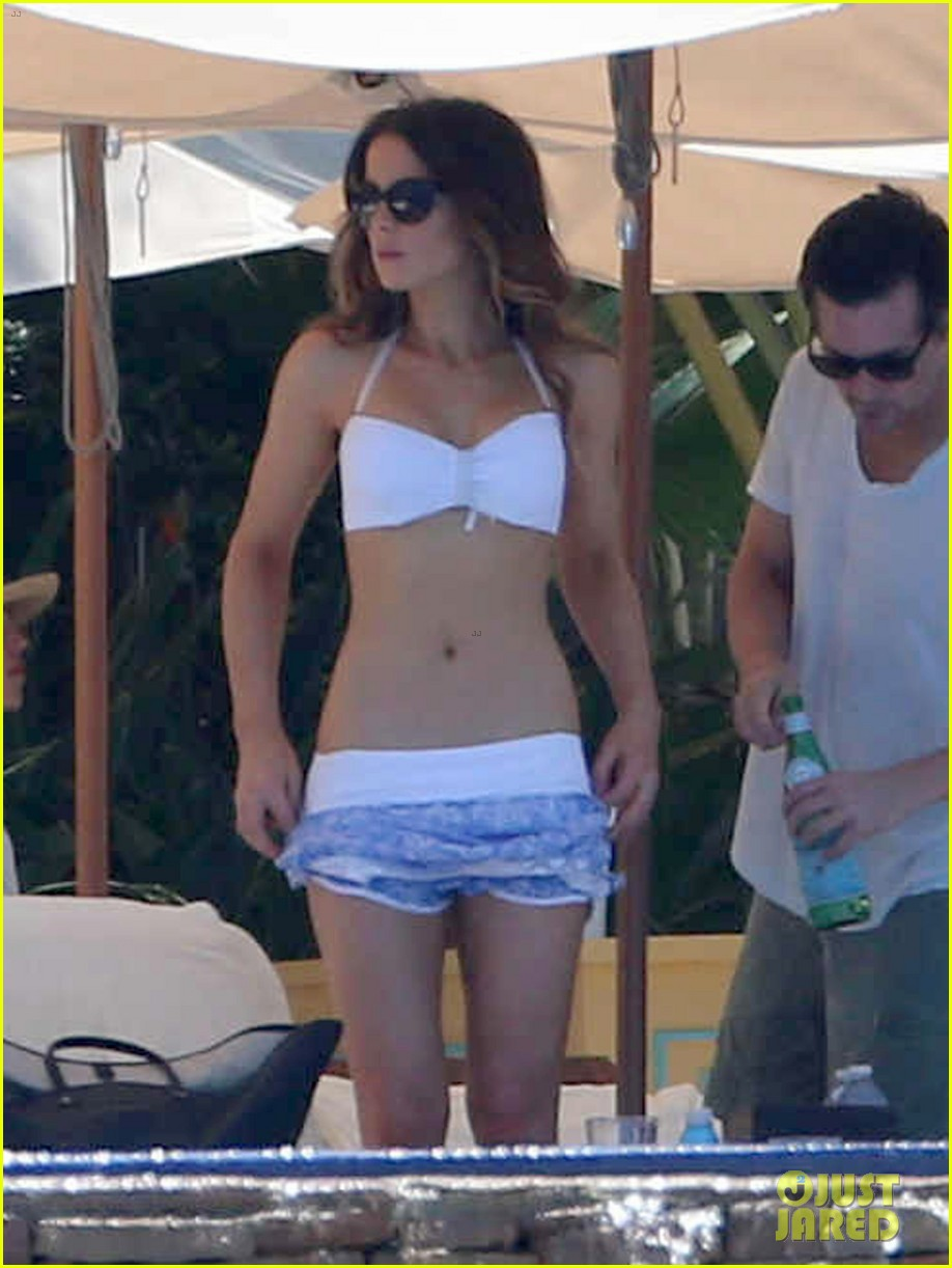 kate beckinsale white hot bikini babe with hubby len wiseman 08