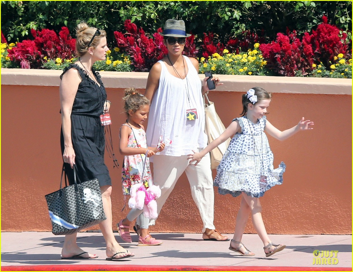 halle berry nahla universal studios hollywood fun 15