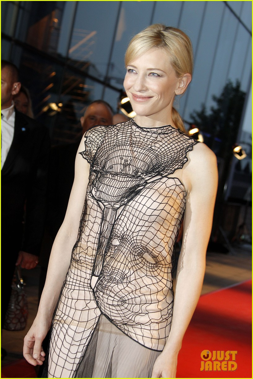 cate blanchett blue jasmine paris premiere with woody allen 11