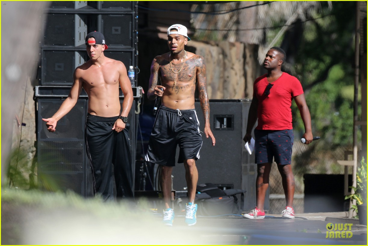chris brown shirtless for hawaiian rehearsal 09