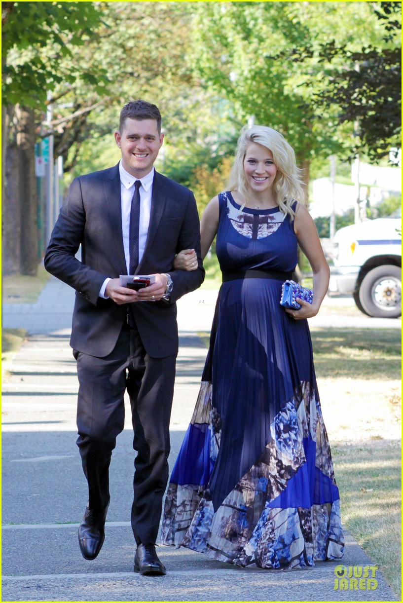 michael buble lusiana lopilato vancouver wedding couple 08