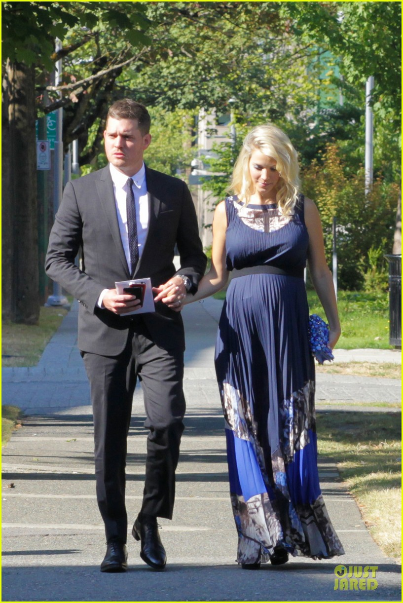 michael buble lusiana lopilato vancouver wedding couple 10
