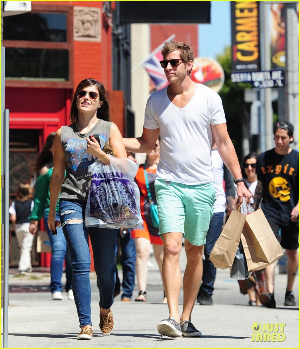 sophia bush dan fredinburg melrose shopping couple 02