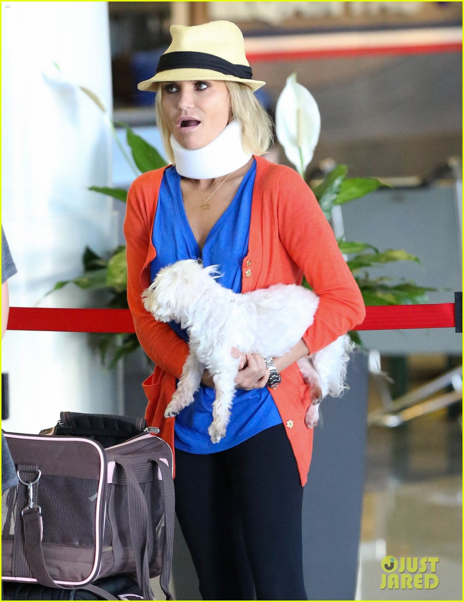 kristin chenoweth wears neck brace for flight to miami 102927218
