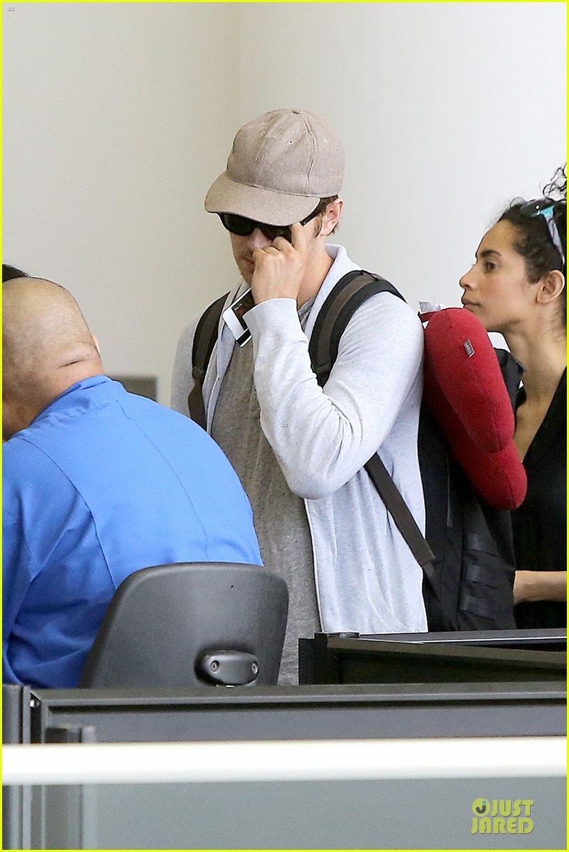 hayden christensen fly yellow stud at lax airport 142930269